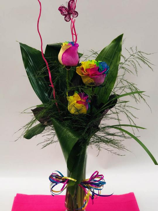 Arrangement de 3 roses multicolors en vase FM014A